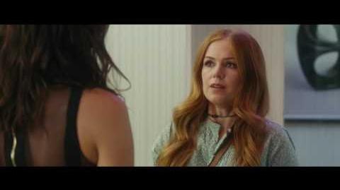 Espiando A Los Vecinos Trailer Doblado Próximamente - Solo en Cines