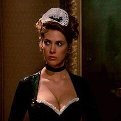 Yvette, la sirvienta en <a href=