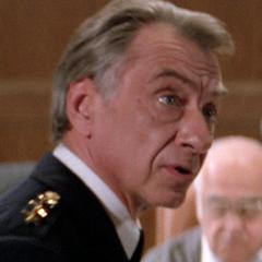 Comisionado de policía en el doblaje original de <a href=
