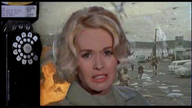 Los pájaros (1963) La gasolinera y el ataque (Español Latino)
