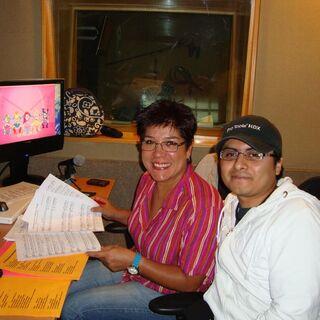Gaby Cárdenas e Irvin Silva Ortiz durante la grabación y edición de las canciones. (08/07/13)