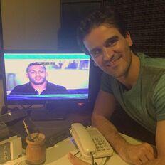 Leandro Chico grabando a Devin en Padres Casamenteros ,su primer papel en el doblaje latino.