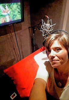 Mariana Martí grabando en la serie Osos Boonie
