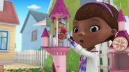 Doc-McStuffins-Season-2-Episode-21-Sir-Kirby-and-the-Plucky-Princess--Serpent-Sam-Makes-a-Splash