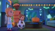 Doc-McStuffins-Season-1-Episode-23-Boo-Hoo-to-You--It-s-Glow-Time