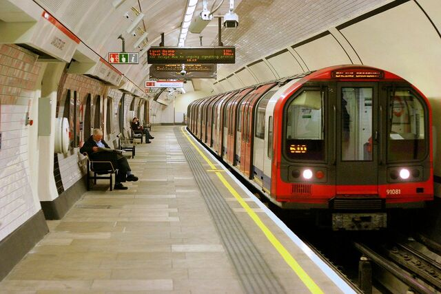 File:Lancaster Gate tube.jpg