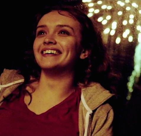 File:Olivia-cooke-in-the-signal-movie-6.jpg