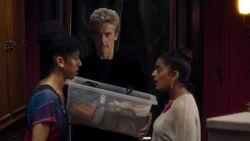 El Doctor ayuda a Bill a mudarse