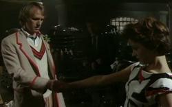 Tegan se despide del Doctor