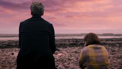 Mummy on the Orient Express - El Doctor y Clara sentados tras salir del tren