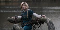 La Doctora a punto de ser sumergida en Bilehurst Cragg