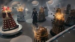The Witch's Familiar - Daleks recibiendo energía
