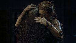 Eliza abraza a su hijo - Knock Knock