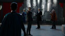 Grant salva a Lucy, al Doctor y a Nardole