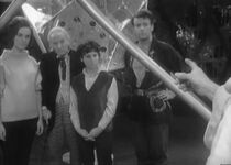 Doctor.Who.Classic.s01e05a-The.Sea.of.Death.DVDRip.Rus-Eng.1001cinema.ru.avi snapshot 18.03 -2014.02.08 11.24.38-