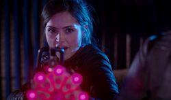 Nightmare in Silver - Clara disparando
