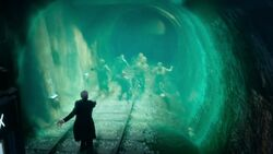 El Doctor expulsa a los Sin hueso de la Tierra - Flatline