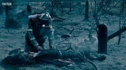 Bill encuentra al Doctor después de la batalla - The Doctor Falls