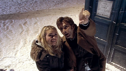 The Christmas Invasion - El Doctor con Rose viendo las estrellas