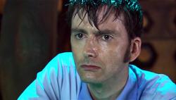 JE - El Doctor destrozado tras dejar a Donna