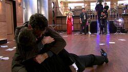 El doctor llora por la muerte del amo