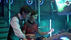 Journey to the Centre of the TARDIS - Clara manejando