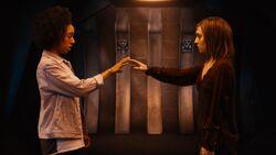 Bill y Heather en la nave Dalek