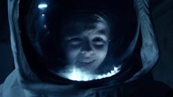 TIA - Melody en el traje de astronauta