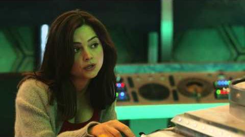 Doctor Who - Clara and the Tardis-0