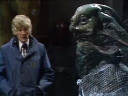 Tercer Doctor con líder Demonio de Mar