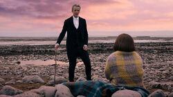 Clara y el Doctor luego de salir del tren