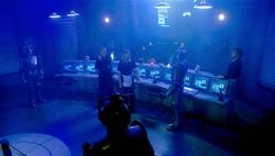 TAOS - El Doctor, Rose y Pete con los Cybermen