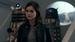 The Magician's Apprentice - Clara amenazada por Daleks