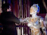 T 04 - Cyberwoman