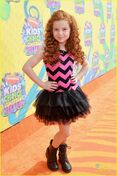 Francesca-capaldi-and-brec-bassinger-fun-prints-kids-choice-201405