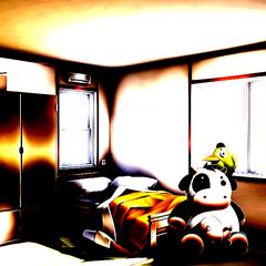 Комната Саёри подсвеченная красным цветом.