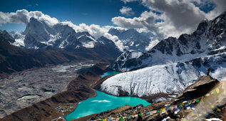 Everest-gokyo-lake-trekking
