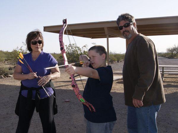 File:Family-archery-practice 46858 600x450.jpg