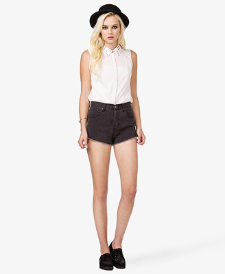 File:Beaded Collar Georgette Shirt with shorts and shoes.jpg