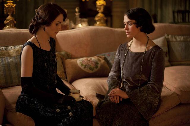 File:Downton Abbey Season Three Ladies Sybil and Mary Discuss Sybil's New Life.jpg