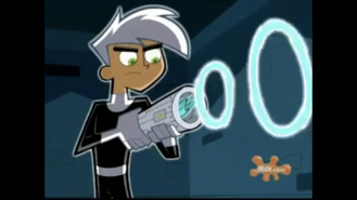 S01e09 Danny capturing Spectra in the Thermos 5