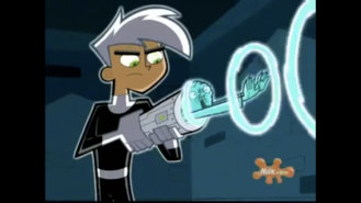 S01e09 Danny capturing Spectra in the Thermos 4