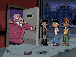 S02e06 trio thrown out of the theater