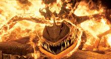 Riesenhafter Alptraum in Flammen