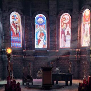 Der Altarbereich mit neuen Fenstern