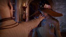 Solas versucht Amulett zu aktivieren.