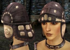 Клепаный кожаный шлем