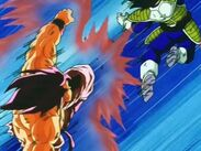 Goku golpeando a vegeta