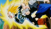 Androide 18 colpisce Vegeta