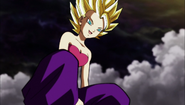 Caulifla disfruta de su combate con Goku